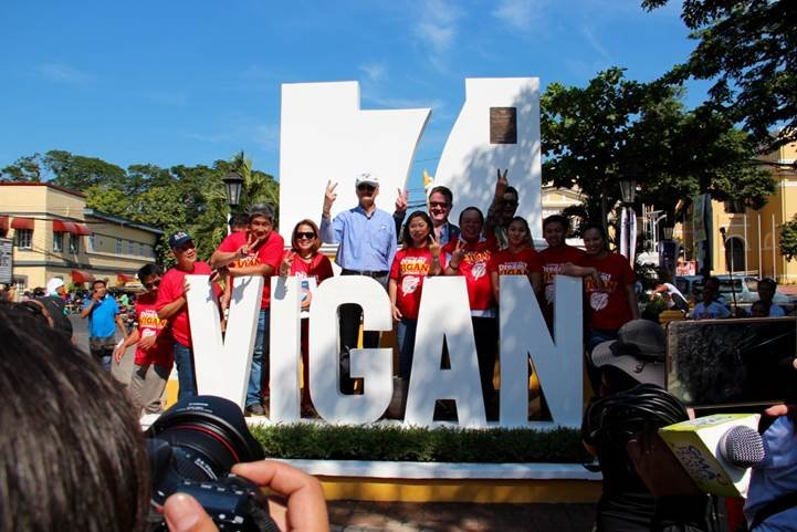 V is for Vigan! In the company of Vigan fans, Bernard Weber (Founder-President) and Jean-Paul De La Fuente (Director) of New7Wonders, make the