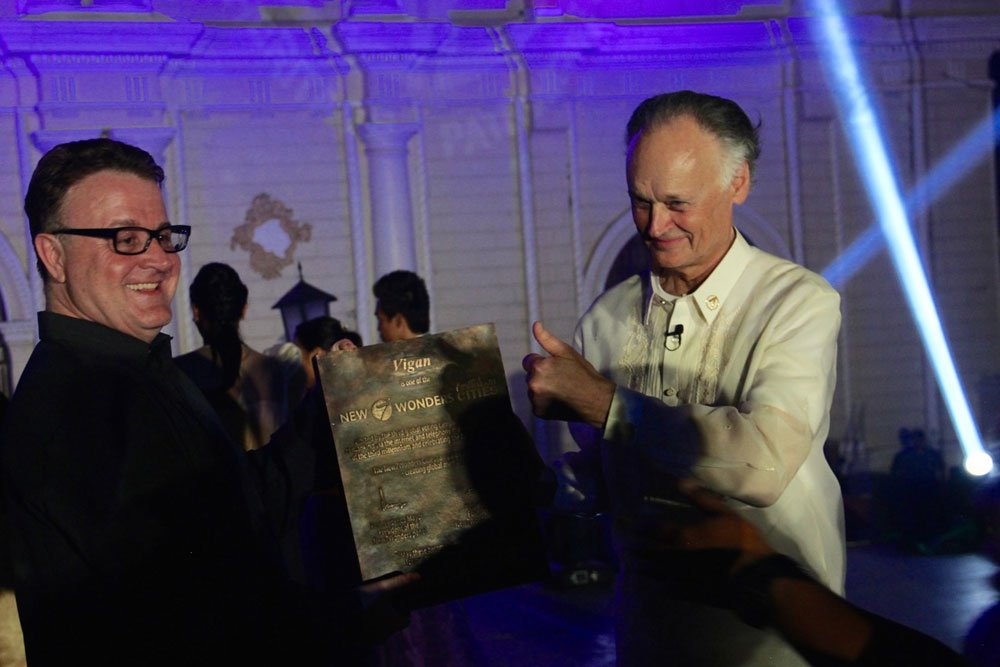 Jean-Paul de la Fuente, Director of New7Wonders (left), with Bernard Weber, Founder-President of New7Wonders (right), holding the specially-commissioned bronze commemorative plaque for Vigan.